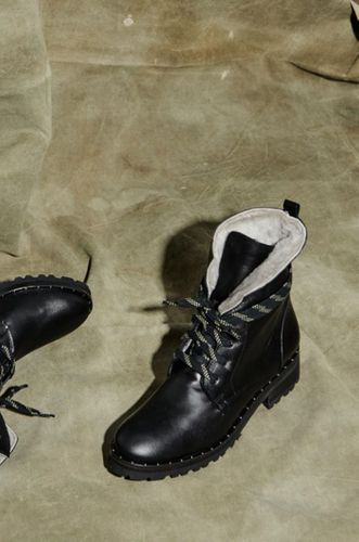 Hike Boot with Shearling
